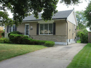 Avail May 1st W, Mtn, 3 +1 BD 2BTH, Renovated, LG YD, Gas FP
