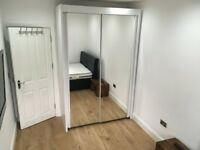 Bright Double Room Chigwell Sation