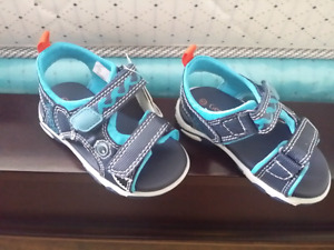 Brand 5 toddler lighting sandal with tags size 5