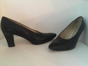 Chaussure en cuir et sandale / Aubaine