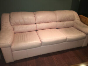 RETRO CHIC sofas. SO VERY trendy! and reduced price