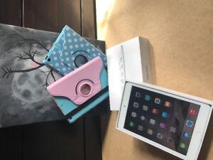 Apple iPad Mini (16 Gb Wi-Fi White and Silver)