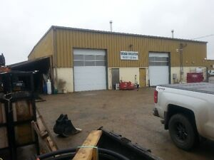 3000sqft shop with 8100sqft fenced yard
