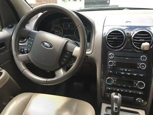 Ford Taurus X SEL 7 Seater