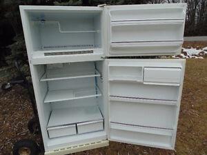réfrigérateur  moffat tres propre et fonctionnel     prix   120$