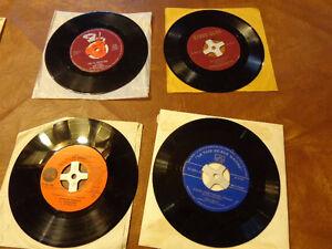 LOT OF 15 VINYL RECORDS 45'S - LOT DE 15 DISQUES VINYL 45 TOURS West Island Greater Montréal image 2