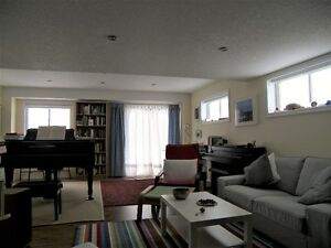 Beautiful & Bright 4 Bedroom Home Backing onto Greenspace!