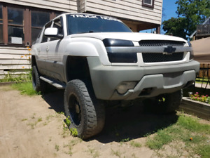 Lifted 2002 Chevy Avalanche Z71