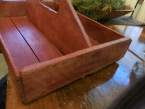 Wooden utensil tray with handle