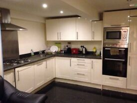 Ensuite Double Bedroom Available in May