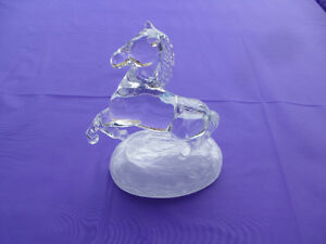CRYSTAL D'ARQUES CHEVAL - CRYSTAL REARING HORSE ON FROSTED BASE Kingston Kingston Area image 2