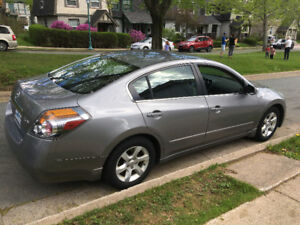 2008 Nissan Altima with thule roof racks and winter tires