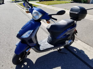 Beautiful 2009 Piaggio Fly 150 Scooter!