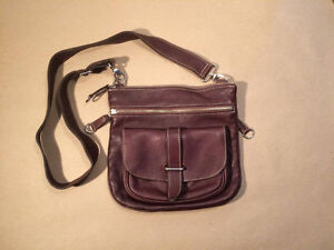 ROOTS classic brown leather side saddle purse