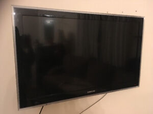 """Great Condition Samsung 46"""" TV with Wall Mount"""