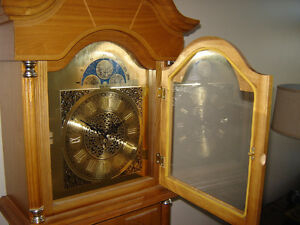 Grandfather clock with Westminster chimes Belleville Belleville Area image 4