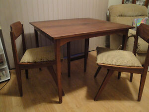 SOLID TEAK TABLE & FOUR MATCHING CHAIRS.