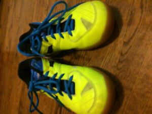 Size 6 boys neon yellow victor volleyball shoes
