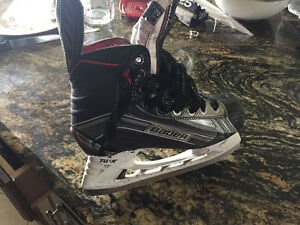 Youth Bauer Vapor Hockey Skates