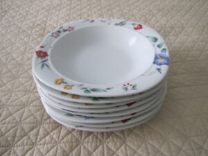 8 Lovely floral fine china Mikasa pasta bowls/dishes/plates