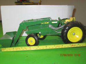 John Deer Scale Tractor Collection