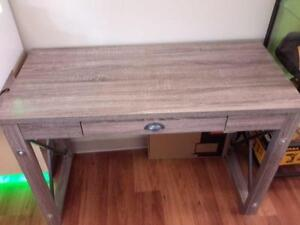 *** USED ***  COMP DESK   S/N:51230905   #STORE570