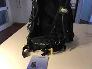 AquaLung medium size BCD with integrated weights