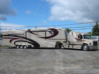 Roulotte à sellette et camion / Fifth wheel RV and hauling truck