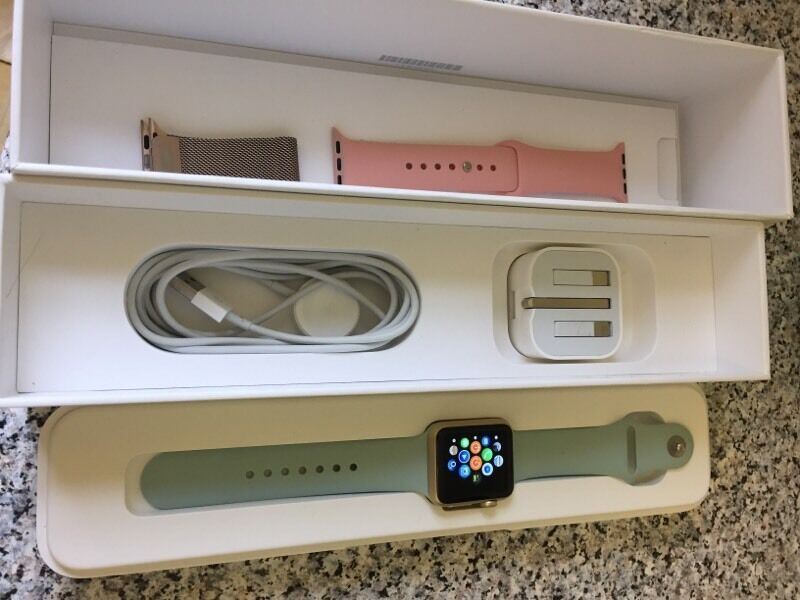 Apple Watch gold perfect condition series 7000in Bridgwater, SomersetGumtree - Perfect condition Apple Watch...hardly used Perfect working order comes with 3 straps and charger and box all in perfect condition