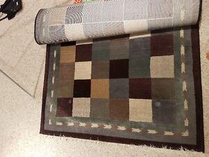 EUC Area Rug 4ft x 6ft - priced to sell, smoke free home Oakville / Halton Region Toronto (GTA) image 2