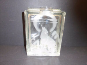 """WOLF BAYING AT THE MOON"" HANDCRAFTED WATER CANDLE HOLDER - MINT"