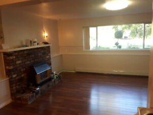 Spacious renovated 1 bedroom , can be furnished, skytrain close
