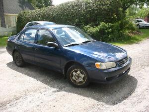 2001 Toyota Corolla CE (négociable)