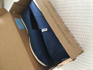 Brand new TOMS navy blue size 6