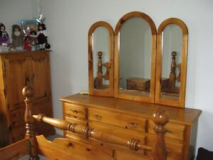 Pine Queen size cannonball Suite London Ontario image 2