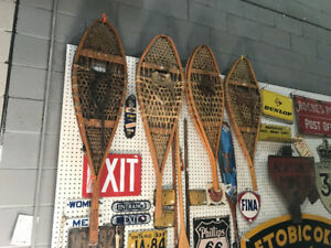 6 PAIRS OF VINTAGE SNOWSHOES COMPLETE