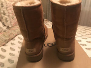 uggs taille 7.5 pour 85$