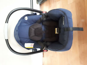 Graco Click Connect carseat with base, canopy, cuddlebag