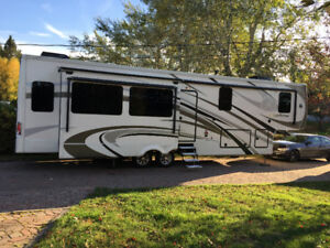2017 Riverstone fifth wheel 37RL for sale