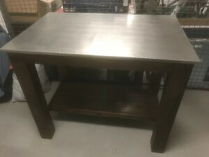 High top Island with two stools- great condition Italian wood
