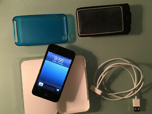 ipod touch 4th Generation + Accessories! West Island Greater Montréal image 1