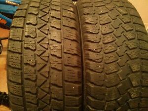 2 bon pneus d hiver 205 -55r16 30$ pour les 2