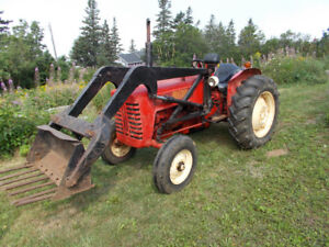 Farm tractor with loader