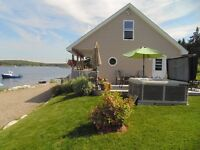 OCEANFRONT COTTAGE on Private Beach & HOT TUB (20 mins to HFX)