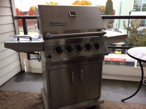 Great condition Ducane Stainless Steel BBQ - 3-Burner
