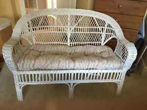 White wicker loveseat & table