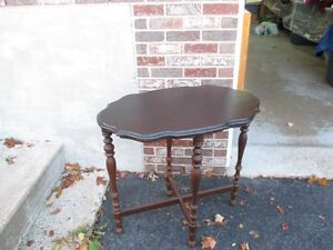 VINTAGE ALL WOOD OCCASIONAL TABLE.