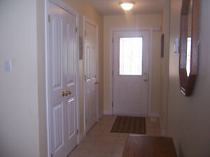 Gorgeous Bungalow with Ensuite Bath Kitchener / Waterloo Kitchener Area image 2