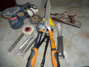 ALL THE TOOLS YOU SEE IN THE PICTURES ONE PRICE $50IF INTEREST