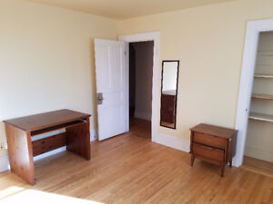 2 bedrooms available in 5 bedroom unit